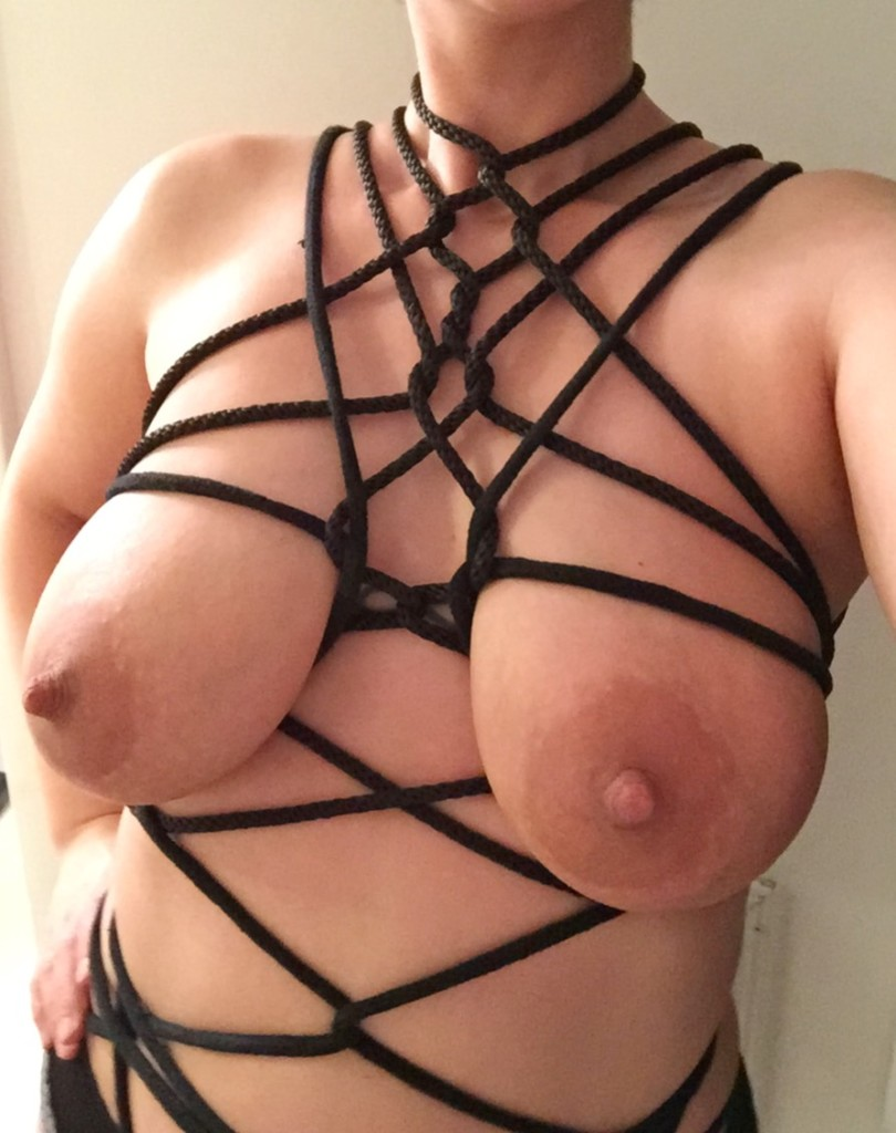 Q (another IG friend) blew me away when I opened this earlier in the week.  If that were a bra, I'd buy it.  Follow her here @shes_got_quirks.