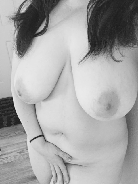 Olivia's use of b&w this week brings a an innocence to her nudity. Love it.